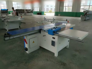 sliding table saw workshop